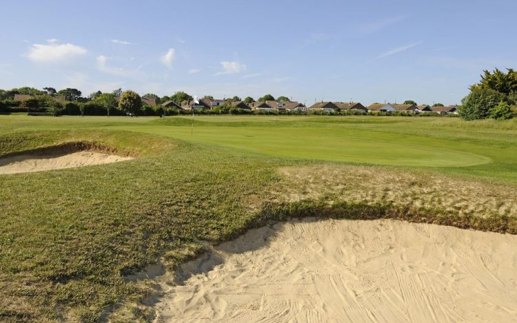 WBGC - 11TH HOLE - THE GREEN WITH BUNKERS 2