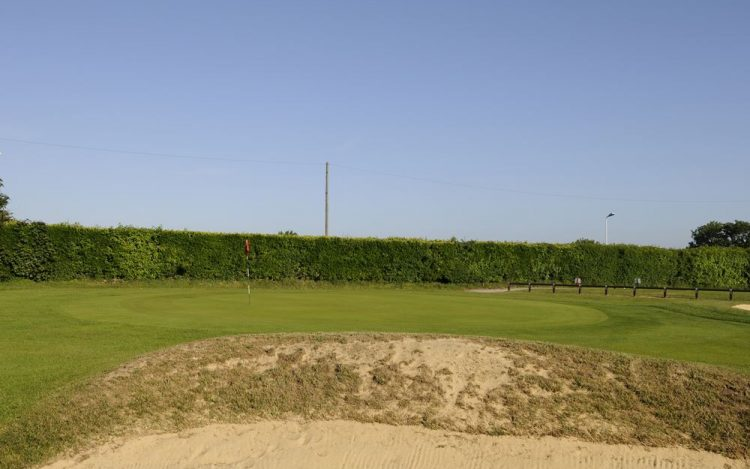 WBGC - 1ST HOLE - VIEW OVER FRONT BUNKER TO GREEN