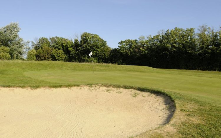 WBGC - 2ND HOLE - VIEW OVER BUNKER TO GREEN 2