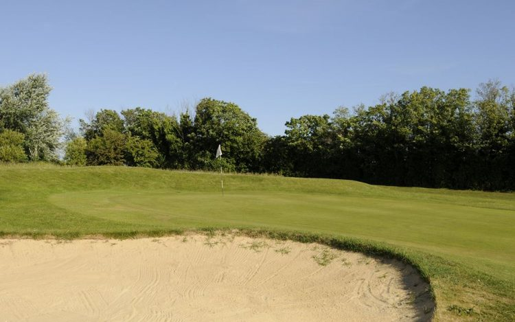 WBGC - 2ND HOLE - VIEW OVER BUNKER TO GREEN 3