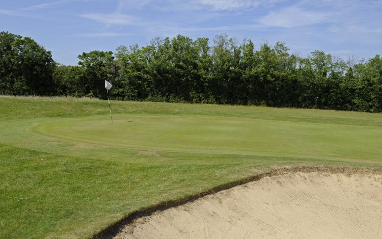 WBGC - 2ND HOLE - VIEW OVER BUNKER TO GREEN