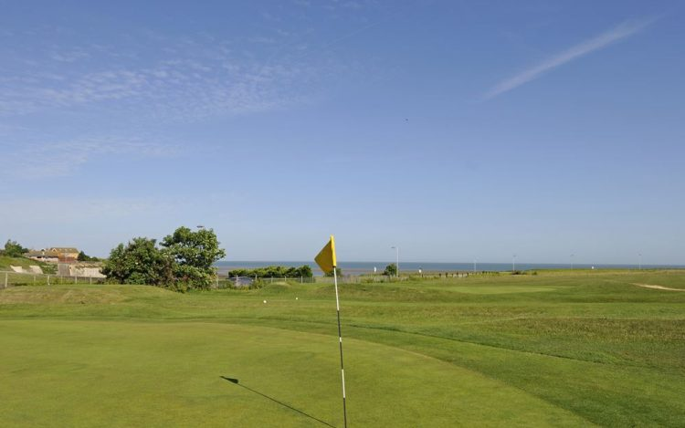 WBGC - 7TH HOLE - VIEW TO THE GREEN WITH SEA BACKGROUND