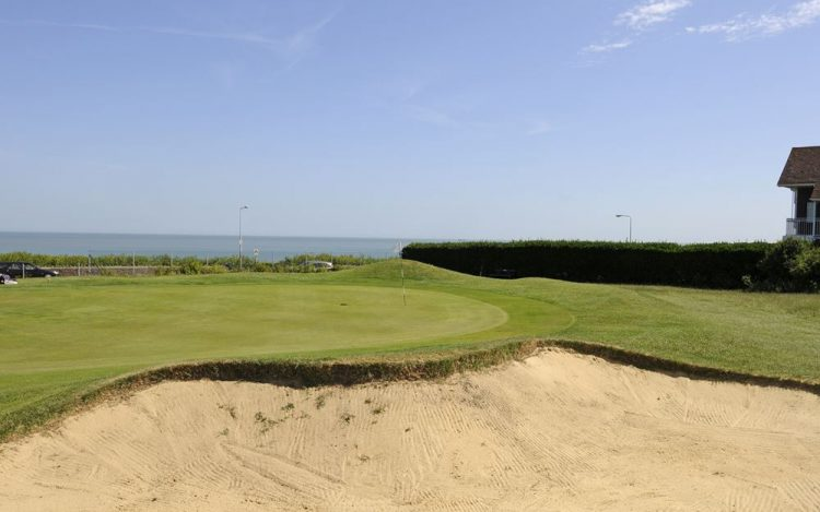 WBGC - 8TH HOLE - VIEW OVER BUNKER TO GREEN AND SEA